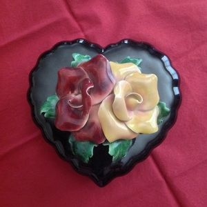 Vintage heart-shaped trinket box with fluted edges